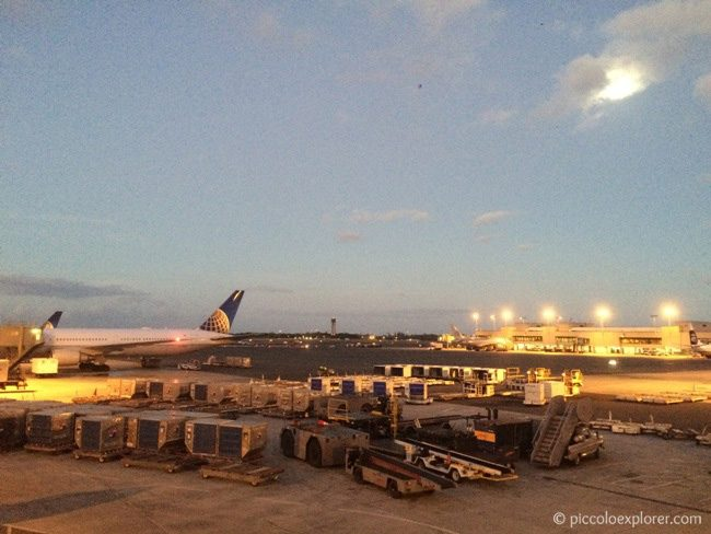 Flying United Honolulu Airport